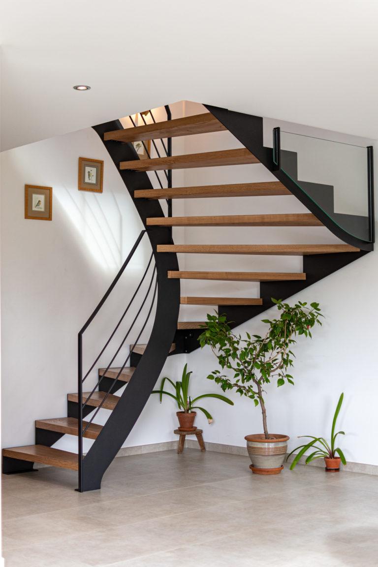 Escalier en bois et acier sur mesure à Poisy, Annecy