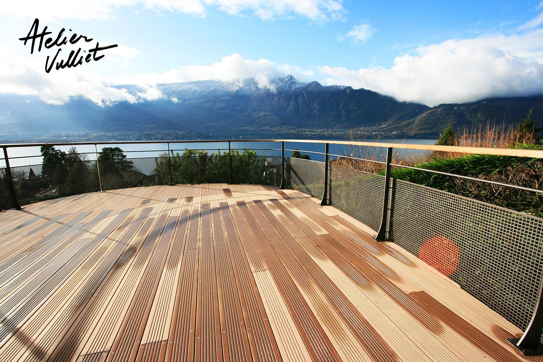 Terrasse bois annecy avec gardes corps en verre